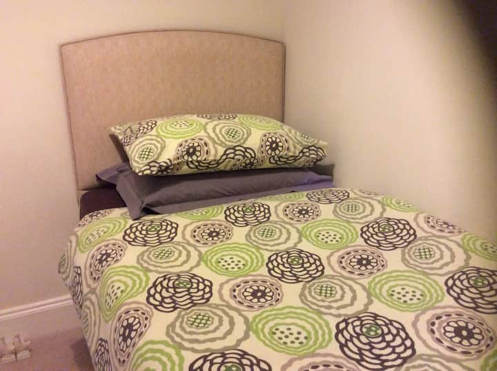 Single Room near Junction 12/M4 and countryside.