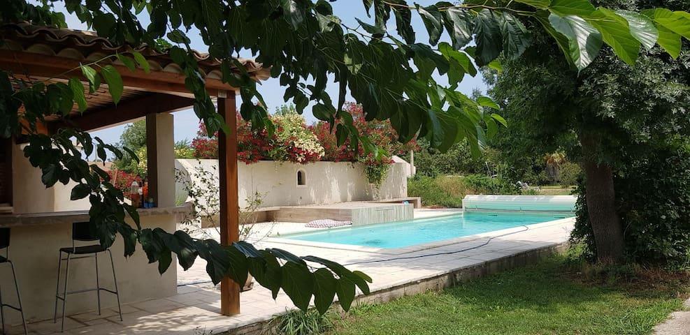 Villa avec piscine/cuisine d'été, 10 mn de la mer