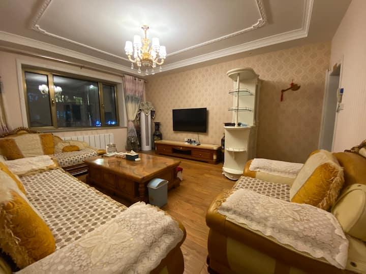 师院附近欧式风格装修两室一厅房源