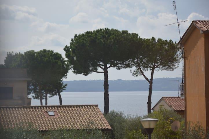 LA SOLEGGIATA 150 mt dal Lago - Trevignano Romano - Apartment