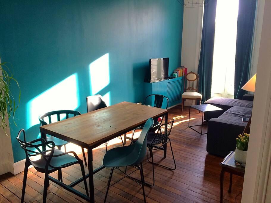 Agréable salon-salle à manger, calme et lumineux