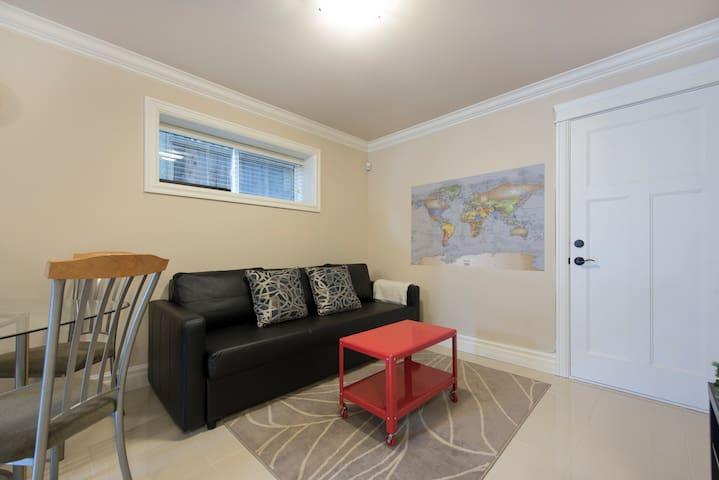 Cozy Modern 2BR Suite Near UBC