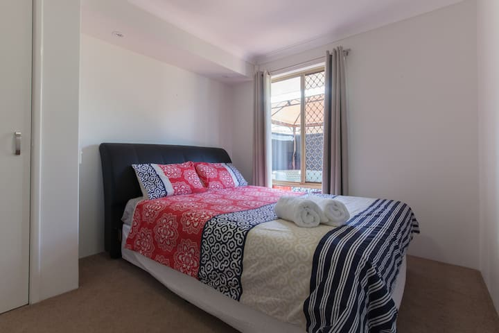 Beautiful 2 Bedroom House - Victoria Park - 一軒家