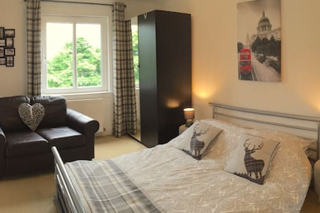 Kirkton airbnb, Bathgate, near Edinburgh & Glasgow - Bathgate - 公寓