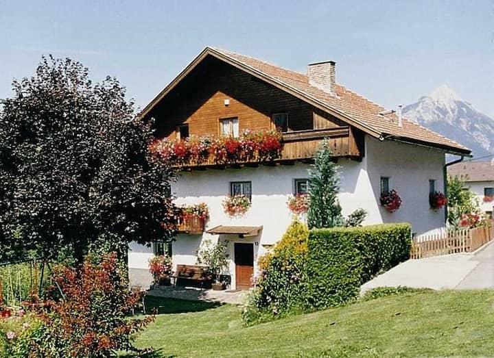 Idyllisches Haus auf 1000 m Seehöhe mit Bergblick
