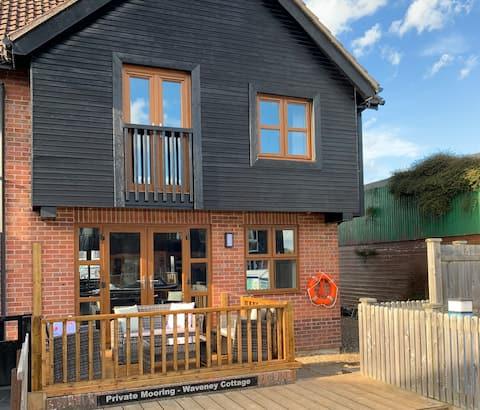 Waveney Cottage, Wroxham sleeps 6 newly renovated