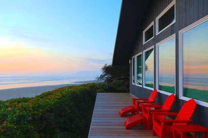 Loft Of Riley  ⭐⭐⭐⭐⭐ Beachfront Luxury