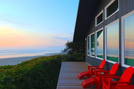 Loft Of Riley -Christmas Plans?  Beachfront Luxury