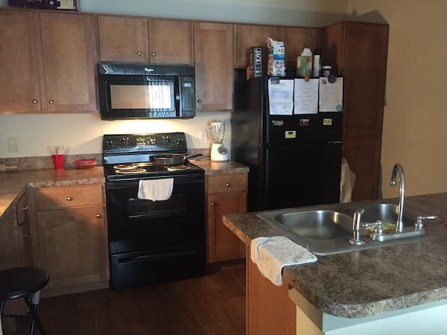 Full 1 bed/Bath Apartment Entire Place.