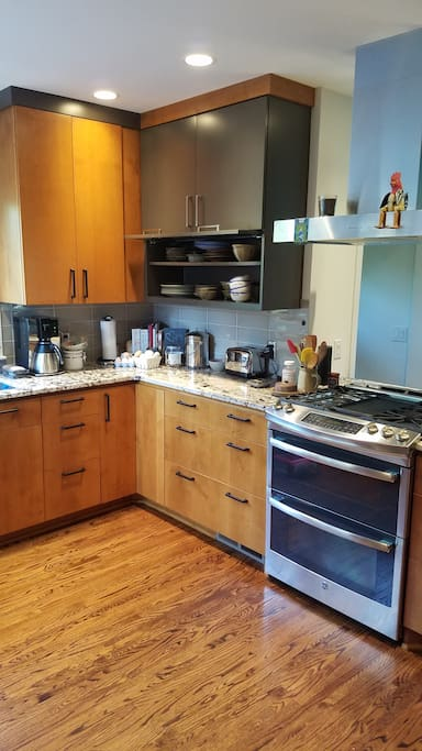 Full kitchen with granite coutnertops