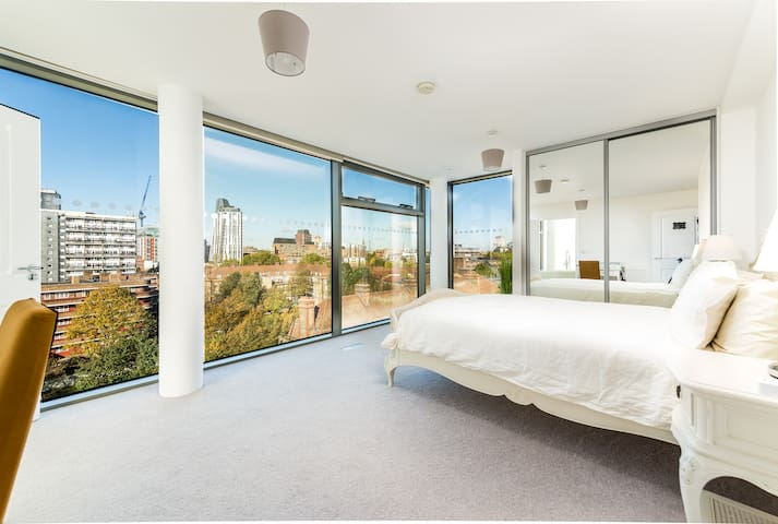 Zone 1 En-suite Room in Penthouse Stunning Views