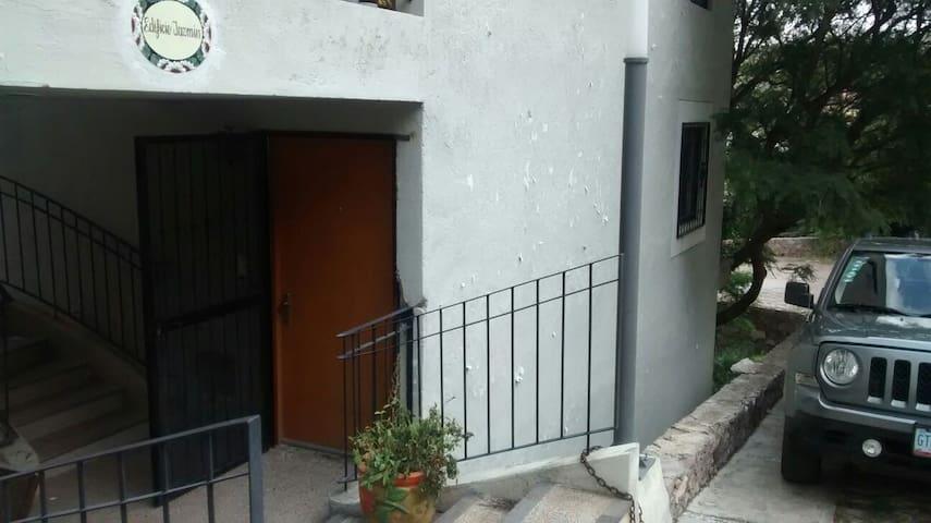 Amplio Depa con estacionamiento. - Guanajuato - Leilighet