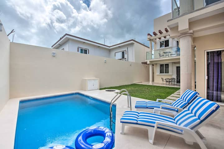NEW! Modern Cozumel Condo with Rooftop Pool Access