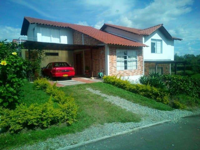 Casa Campestre exclusiva propiedad en Quimbaya Qui - Quimbaya