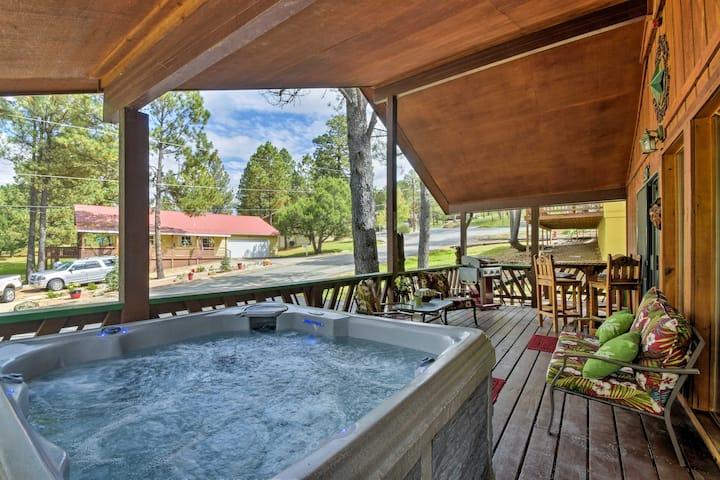 Ruidoso Cabin w/ Hot Tub & Golf Course Views!