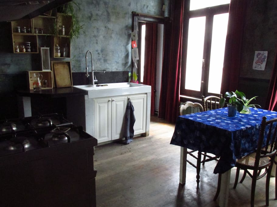 Kitchen with a view on the street side