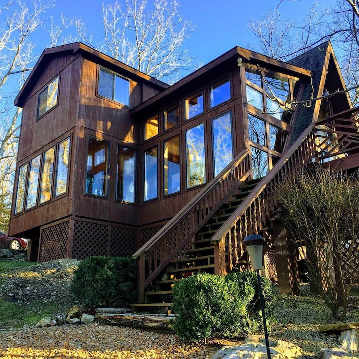 Family Friendly Private Lakefront Chalet
