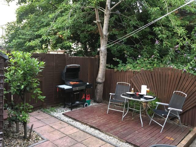 Lovely ground floor flat w/ Garden & BBQ