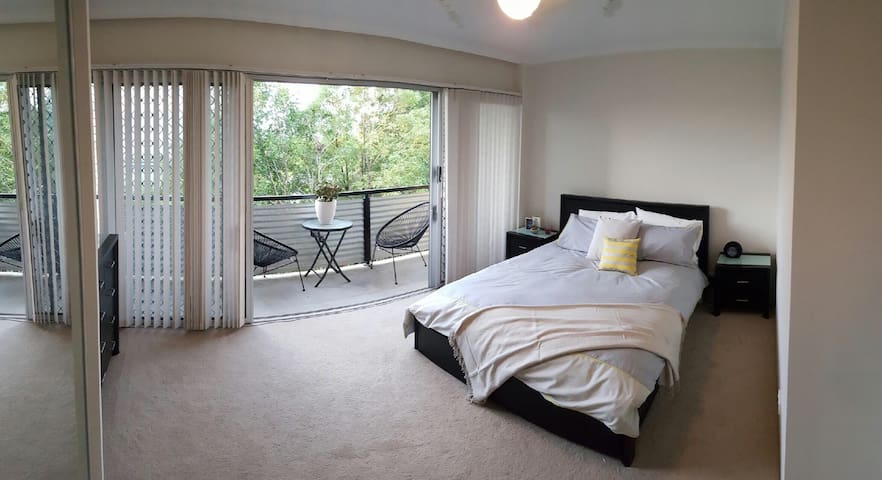 Master bedroom 5kmCBD (AIRPORT) - Wooloowin - Appartement