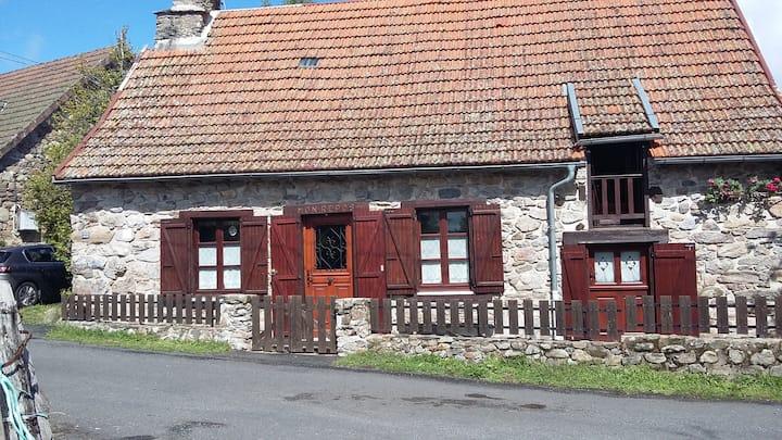 maison en pierre typique Auvergnate