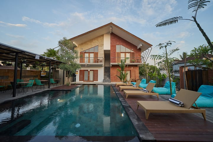 Lovely Room with Pool View Next to Ubud Market