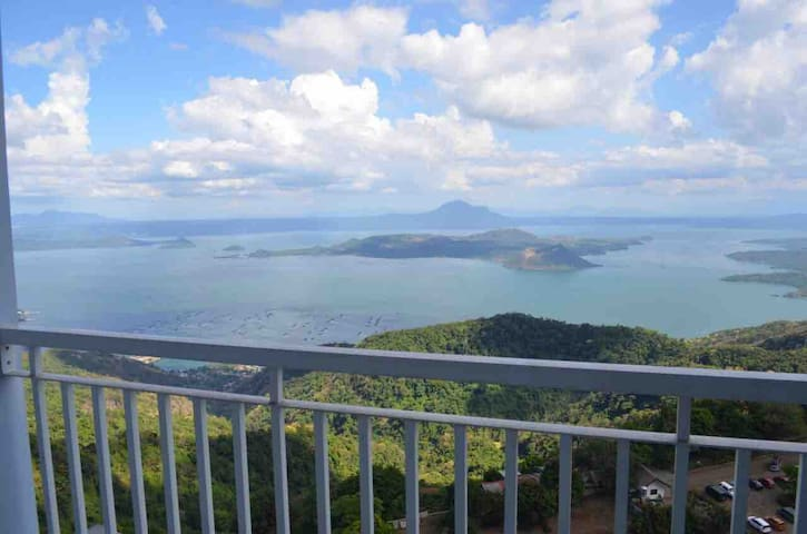Best scenic view overlooking taal volcano/lake!