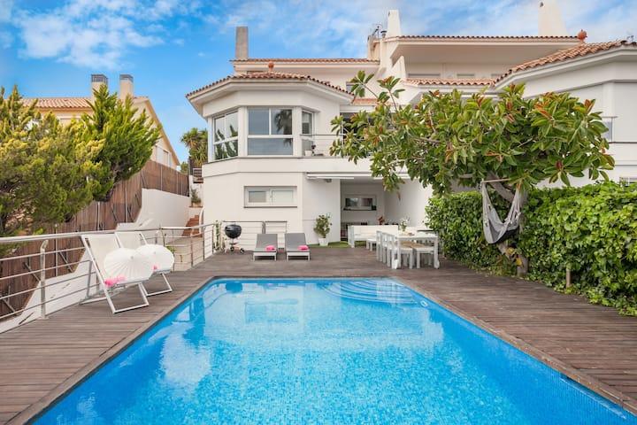 Casa con piscina privada y bonita vista de Sitges