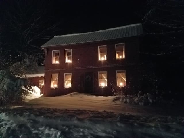 Cozy, Comfy Country Home in Southern VT Village