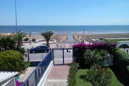 Grande Villa con giardino sul mare - Manfredonia - Villa