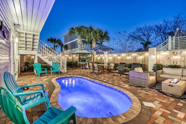 AS YOU WISH: Modern Coastal Decor, Outdoor Living w/Fire Pit!  Private Pool! Golf Cart!