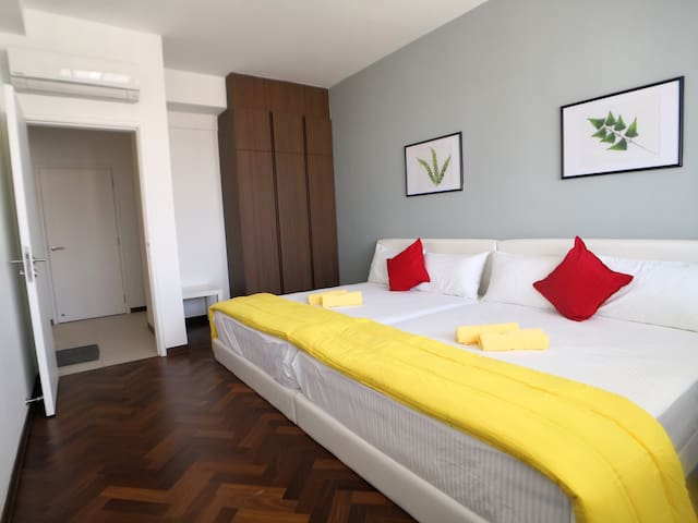 If you have 9px above, we will have the 3rd bedroom ready for you. For the 3rd bedroom, it consists of 2 queen size beds.