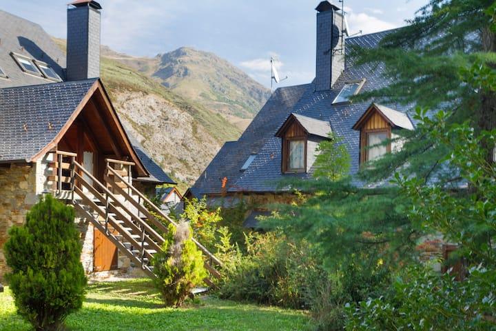 Preciosa casa en Artíes. Capacidad: 12 personas.