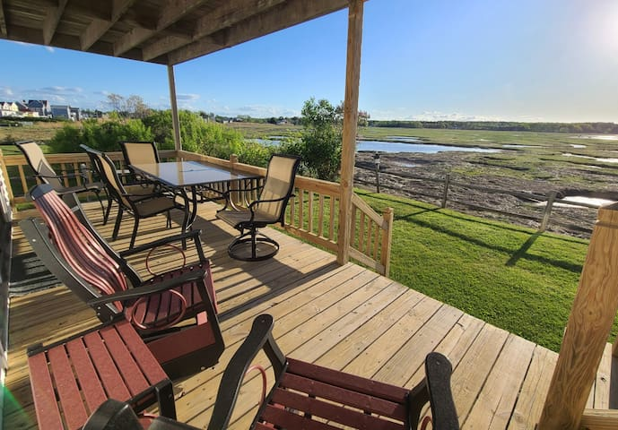 300 feet from Beach! 2 bedroom/1 bath cottage with marsh view. 1Q, 2T beds