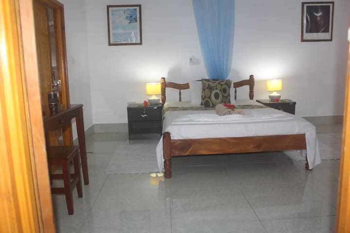 Budget room with balcony - Zerof Guest House