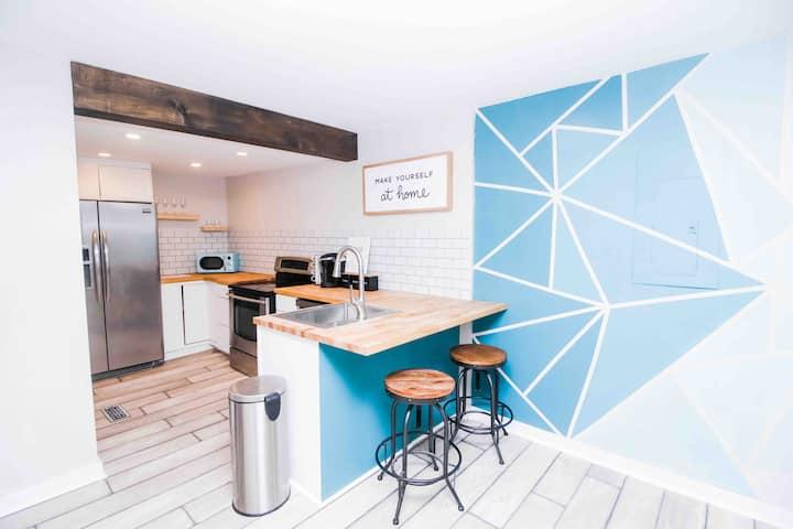 NoDa Renovated Home-Walk 2 Light Rail-Pet Friendly