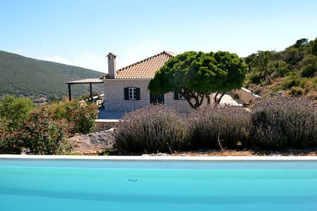 Urania villa Geofos, private pool, ideal for 8-10