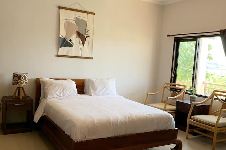 NEWLY RENOVATED- #5 Rice Field View Biliq Coliving