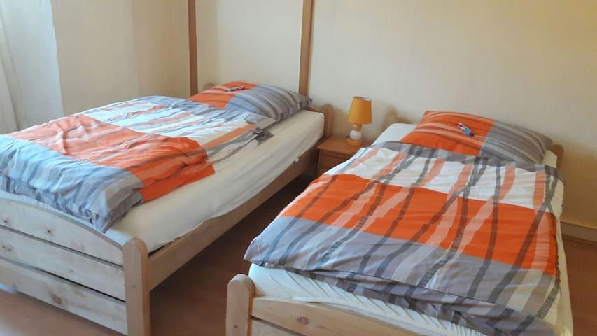 Lichtdurchflutete geräumige Zimmer - Osterburken - House