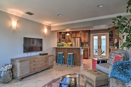 NEW! Tropical Condo 0.1 Mi to Pass-a-Grille Beach!