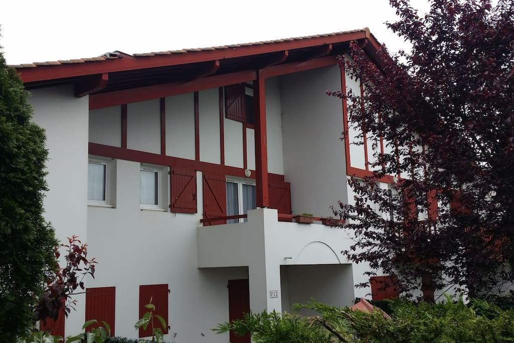 Hendaye plage 7 couchages piscine apartments for rent for Piscine hendaye