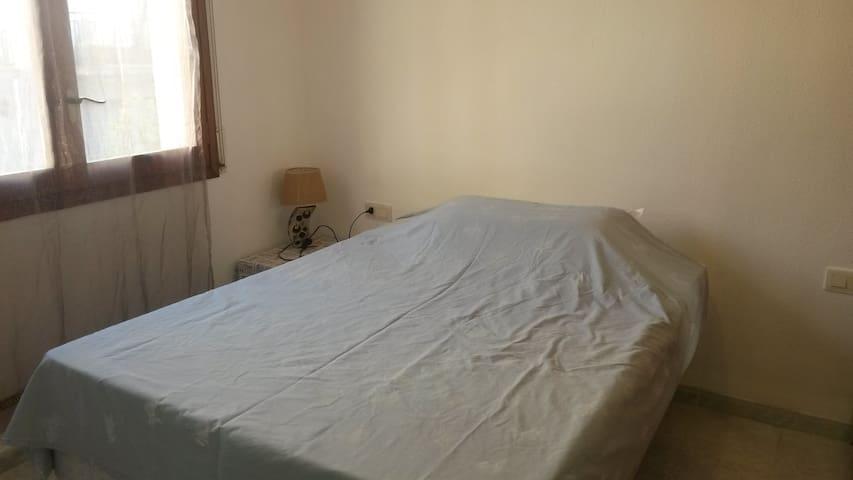 Lovely room in lovely house ! - Calafell - Dům