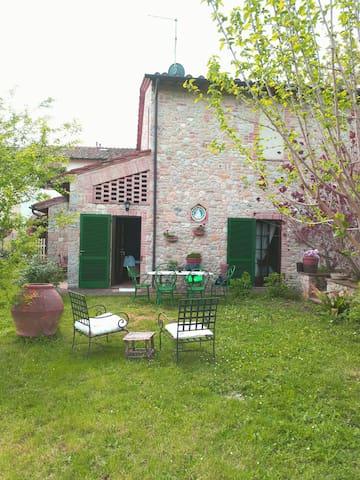 Paradiso immerso nel verde della campagna Toscana - Siena - House
