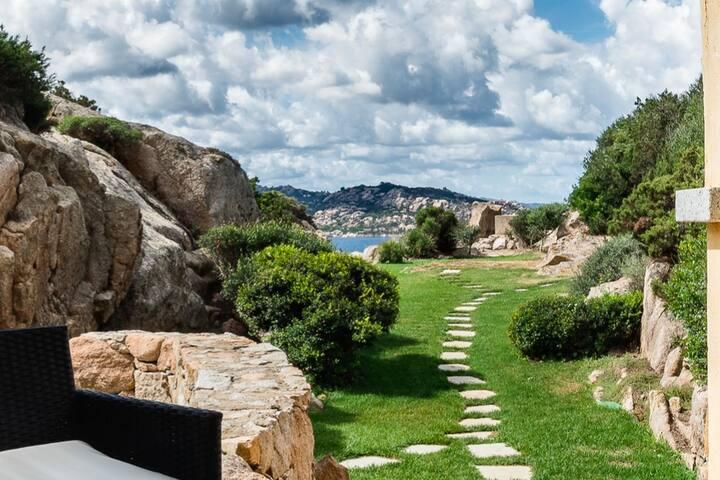 Bilocale da sogno con giardino privato vista mare