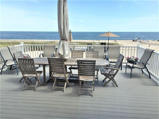Private 3rd floor Oceanfront suite-WeekdaySpecials
