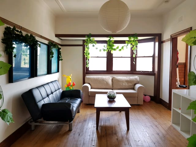 Charming Flat Small bedroom at Manly Boundary !!