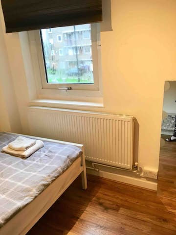 Clean room in Haringey, North London