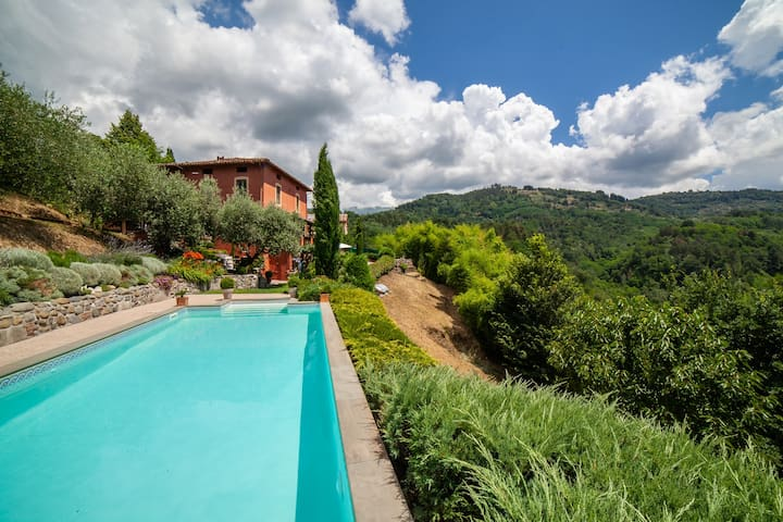 Villa with private pool 1 mile from Barga, Tuscany