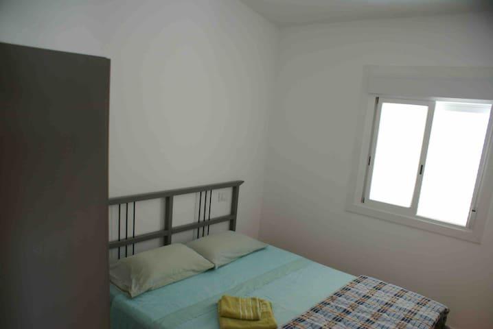 2) camera matrimoniale piano terra