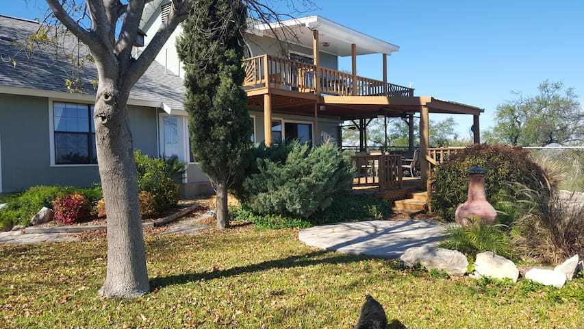 Amistad Lake View!  Sleeps 6-8  Close to boat ramp