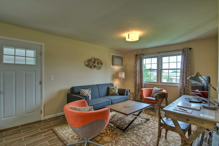 Maple Park Flat 5 *near Grand Park and downtown*